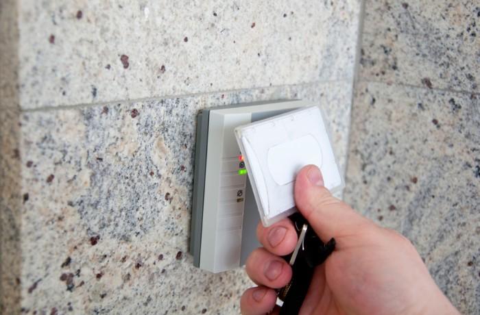 Sistema automático controlo de acessos